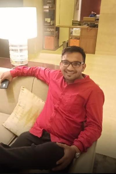 https://traveazy.com/wp-content/uploads/2021/08/Arpit_Shah.png